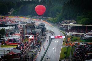 Start action, #4 Mercedes-AMG Team Black Falcon Mercedes-AMG GT3: Yelmer Buurman, Luca Stolz, Maro Engel leads