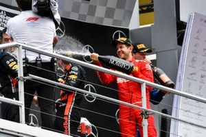 Podio: segundo lugar Sebastian Vettel, Ferrari