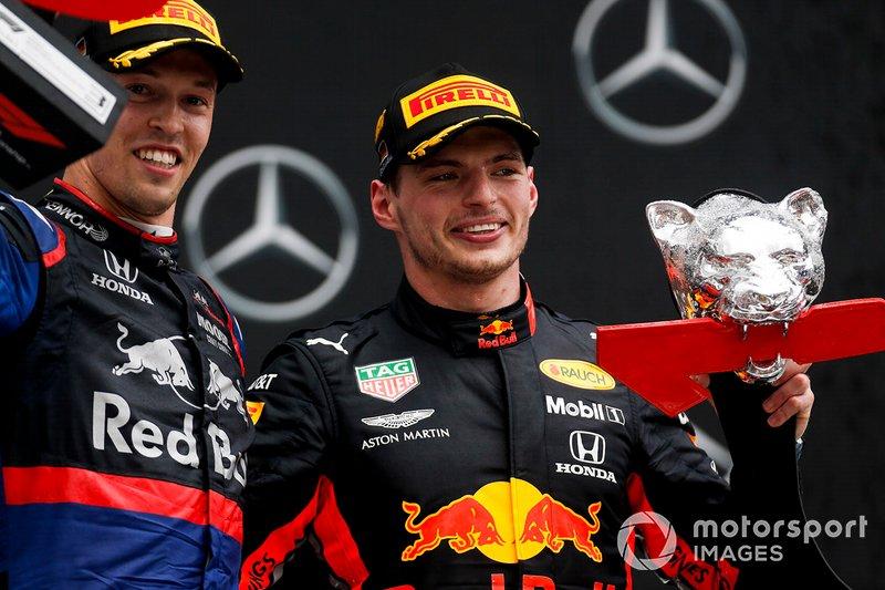 Podio: tercer lugar Daniil Kvyat, Toro Rosso y el ganador de la carrera Max Verstappen, Red Bull Racing