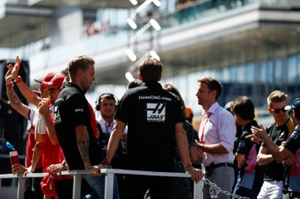 Kevin Magnussen, Haas F1, and Romain Grosjean, Haas F1 and drivers' parade