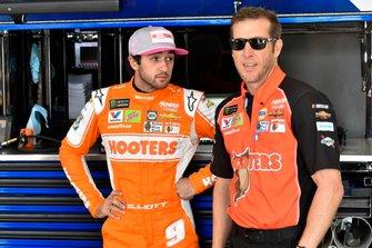 Chase Elliott, Hendrick Motorsports, Chevrolet Camaro Hooters Give a Hoot and Alan Gustafson