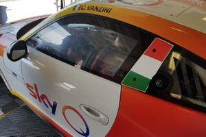 Dettaglio della Porsche di Carlo Vanzini, Sky Q, nel garage