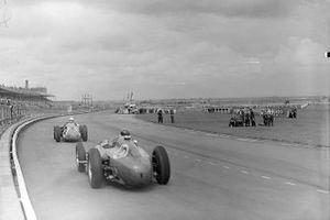 Jean Behra, Maserati y Mike Hawthorn, Ferrari