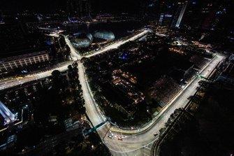 Charles Leclerc, Ferrari SF90, en Lewis Hamilton, Mercedes AMG F1 W10