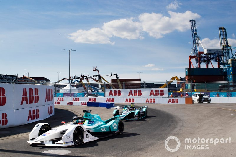 Том Дильман, NIO Formula E Team, NIO Sport 004, и Алекс Линн, Jaguar Racing, Jaguar I-Type 3
