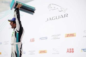 Il vincitore della gara Sérgio Jimenez, Jaguar Brazil Racing festeggia sul podio