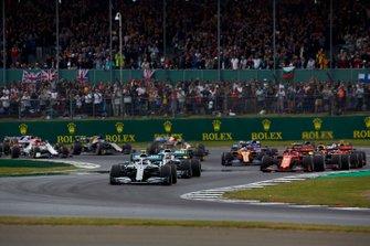 Валттери Боттас и Льюис Хэмилтон, Mercedes AMG F1 W10, Шарль Леклер, Ferrari SF90, и Макс Ферстаппен, Red Bull Racing RB15, Себастьян Феттель, Ferrari SF90, и Пьер Гасли, Red Bull Racing RB15