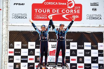 Podio: Thierry Neuville, Nicolas Gilsoul, Hyundai Motorsport Hyundai i20 Coupe WRC