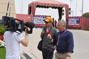 Lando Norris, McLaren, viene intervistato da Johnny Herbert, Sky Sports F1