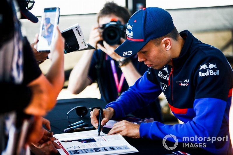 Alexander Albon, Toro Rosso signs autographs for fans