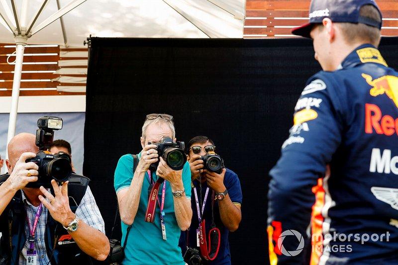 Fotógrafos toman fotos de Max Verstappen, Red Bull Racing