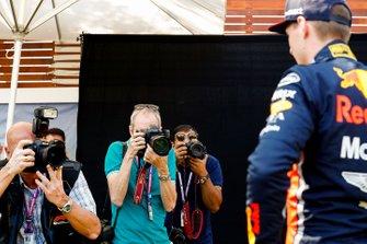 Fotografen maken foto's van Max Verstappen, Red Bull Racing