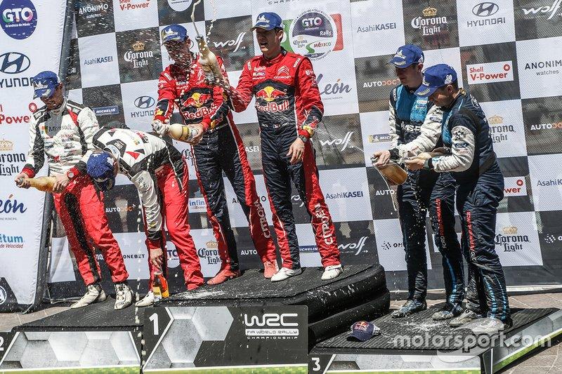 Winnaars Sébastien Ogier, Julien Ingrassia, Citroën World Rally Team, tweede Ott Tänak, Martin Järveoja, Toyota Racing, derde Elfyn Evans, Scott Martin, M-Sport Ford