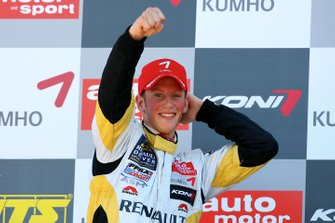 Podium: race winner Romain Grosjean, ASM Formula 3, Dallara F305 Mercedes