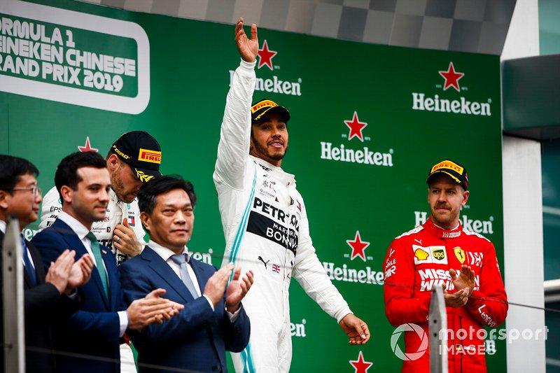 Valtteri Bottas, Mercedes AMG F1, Lewis Hamilton, Mercedes AMG F1, y Sebastian Vettel, Ferrari, en el podio