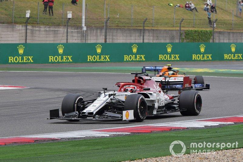 Kimi Raikkonen, Alfa Romeo Racing C38, devant Lando Norris, McLaren MCL34