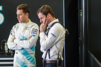 Stoffel Vandoorne, HWA Racelab, VFE-05, I teh garage with his team