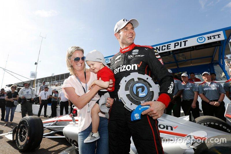 Le poleman Will Power, Team Penske Chevrolet avec sa femme