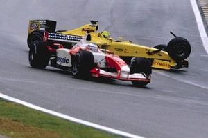 Ralph Firman, Jordan EJ13, suspension fails as he crashes into Cristiano da Matta, Toyota TF103