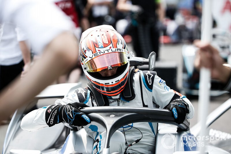 Edoardo Mortara, si cala nell'abitacolo della sua Venturi Formula E Venturi VFE05