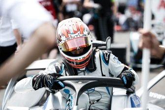 Edoardo Mortara, stapt in zijn Venturi Formula E Venturi VFE05