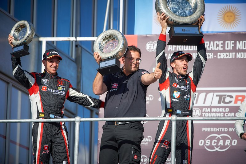 Podio: ganador de la carrera Esteban Guerrieri, ALL-INKL.COM Münnich Motorsport Honda Civic Type R TCR, Néstor Girolami, ALL-INKL.COM Münnich Motorsport Honda Civic Type R TCR, Dominik Greiner, director del equipo ALL-INKL.COM Münnich Motorsport