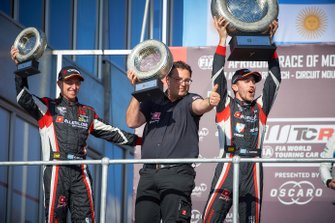 Podium: winnaar Esteban Guerrieri, ALL-INKL.COM Münnich Motorsport Honda Civic Type R TCR, Néstor Girolami, ALL-INKL.COM Münnich Motorsport Honda Civic Type R TCR, Dominik Greiner, Team manager ALL-INKL.COM Münnich Motorsport