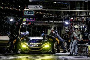 Пит-стоп: Катрин Легг, Анна Бестрис, Симона де Сильвестро, Кристина Нильсен, Meyer Shank Racing with Curb-Agajanian, Acura NSX GT3 (№57)
