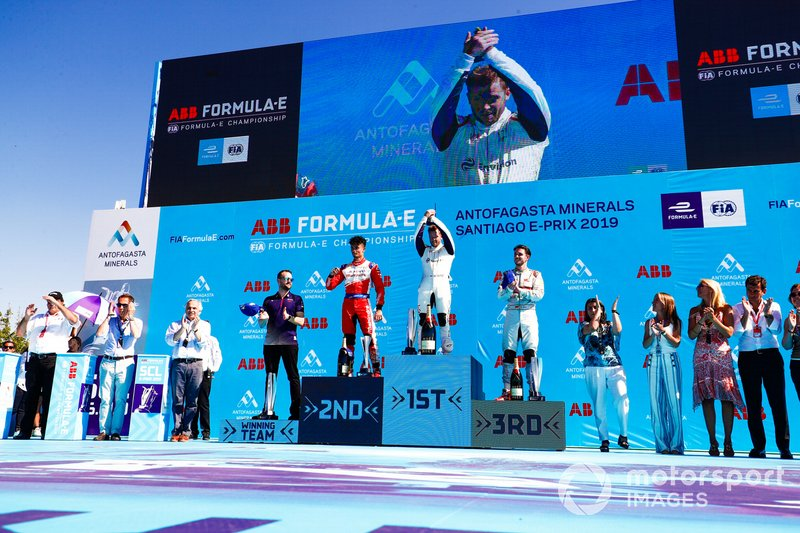 Sam Bird, Envision Virgin Racing, 1° classificato, Pascal Wehrlein, Mahindra Racing, 2° classificato, Daniel Abt, Audi Sport ABT Schaeffler, 3° classificato, Leon Price, Team, Sporting manager, Envision Virgin Racing, on the podium
