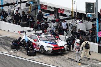 Пит-стоп: Аугусту Фарфус, Коннор де Филиппи, Филипп Энг, Колтон Херта, BMW Team RLL, BMW M8 GTE (№25)