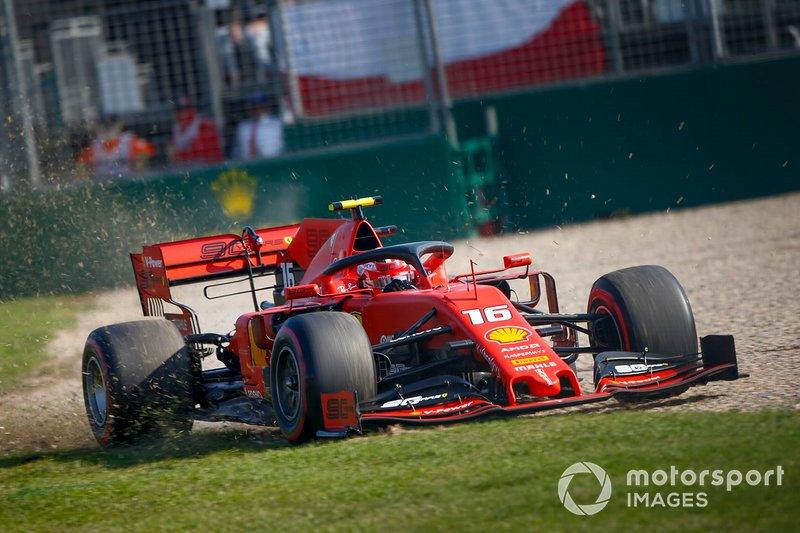 Шарль Леклер, Ferrari SF90 широко выходит из поворота