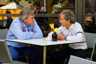Carlos Sainz Sr and Alain Prost, Renault F1 Team