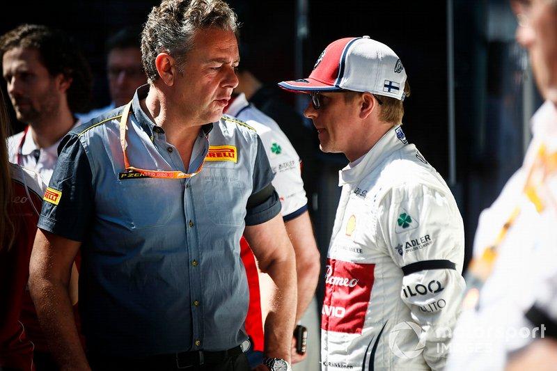 Mario Isola, Racing Manager, Pirelli Motorsport e Kimi Raikkonen, Alfa Romeo Racing