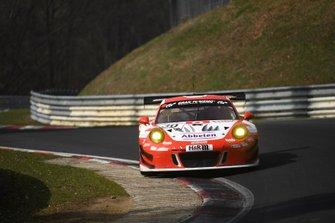 #30 Frikadelli Racing Team Porsche 911 GT3 R: Klaus Abbelen, Sabine Schmitz, Alexander Müller