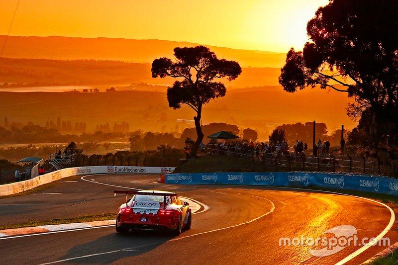 #4 Grove Racing Porsche 911 GT3 Cup: Stephen Grove, Brenton Grove, Benjamin Barker