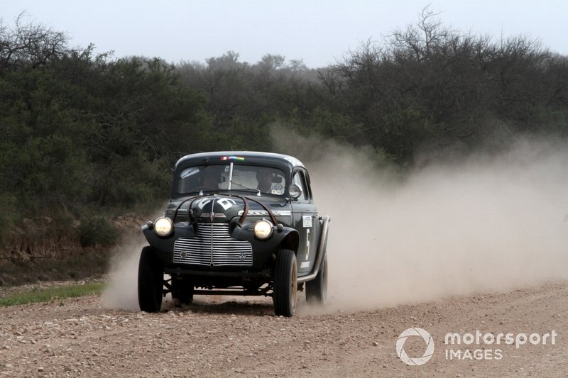 Cali Falabella y Leo Arias, Chevrolet Coupe 1940