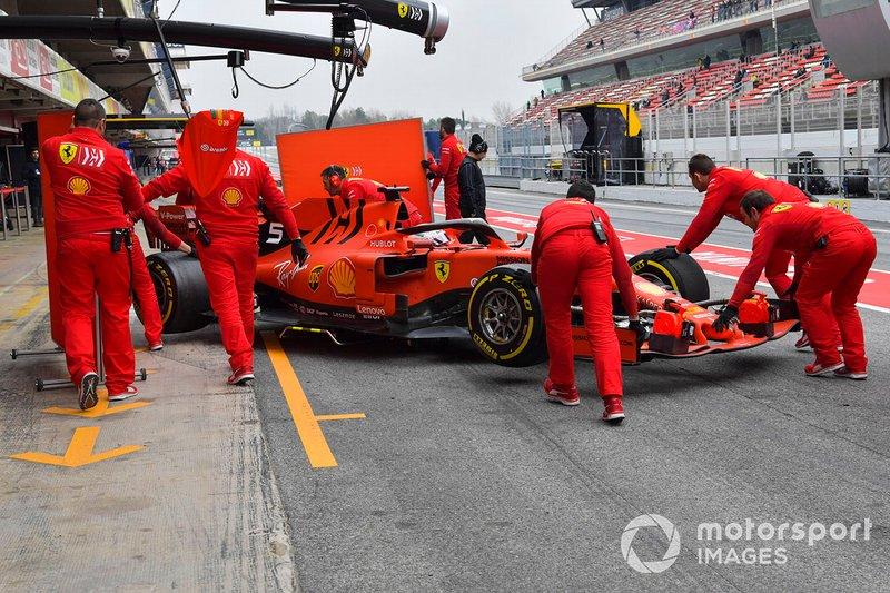 Sebastian Vettel, Ferrari SF90, effettua un pit stop