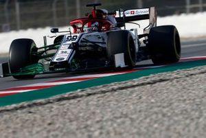 Antonio Giovinazzi, Alfa Romeo Racing C38 avec de la peinture aérodynamique sur l'aileron avant