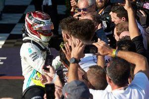 2. Lewis Hamilton, Mercedes AMG F1, Parc Ferme