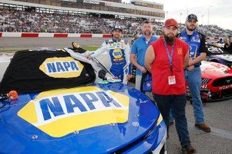 Chase Elliott, Hendrick Motorsports, Chevrolet Camaro NAPA AUTO PARTS and guests