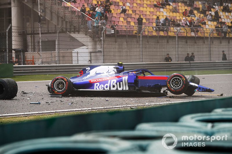 Crash d'Alexander Albon, Toro Rosso STR14