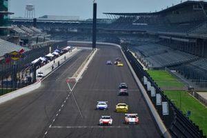 #5 TA3 Porsche 997.1 driven by Carey Grant, #55 TA3 Porsche 991.1 driven by Milton Grant