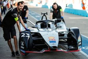 Car of Sébastien Buemi, Nissan e.Dams, Nissan IMO1, pushed back to the garage by the team after hitting the wall