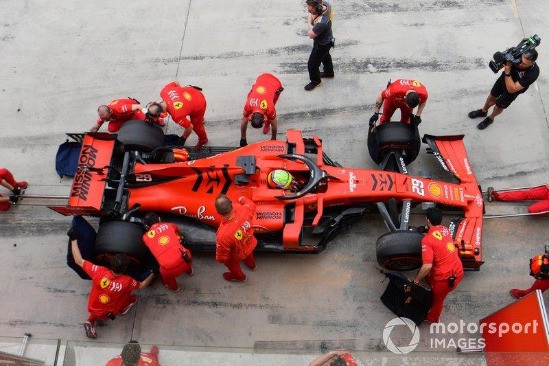 Mick Schumacher, Ferrari SF90, s'arrête au stand