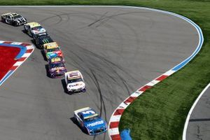 Kyle Larson, Hendrick Motorsports, Chevrolet Camaro HendrickCars.com, Denny Hamlin, Joe Gibbs Racing, Toyota Camry FedEx Office
