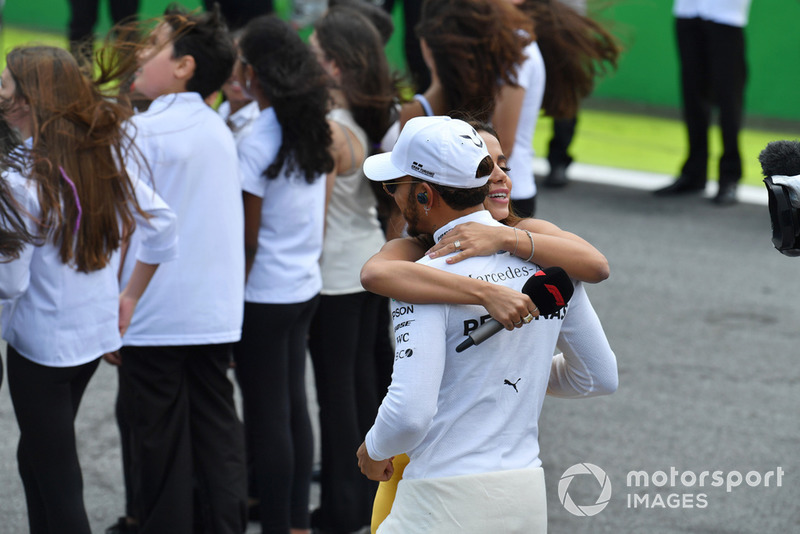 Lewis Hamilton, Mercedes AMG F1 on the grid with Anitta, singer, on the grid