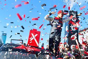 Ganador de la carrera Christopher Bell, Joe Gibbs Racing, Toyota Camry GameStop Just Cause 4