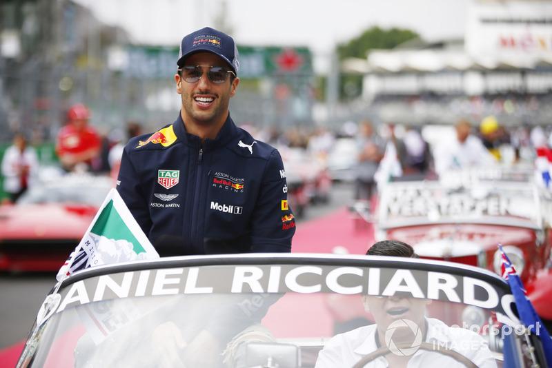 Daniel Ricciardo, Red Bull Racing, en el desfile