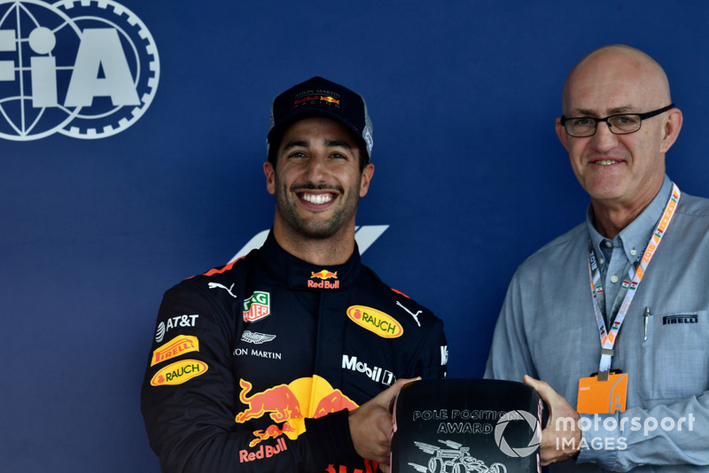 Daniel Ricciardo, Red Bull Racing with the Pirelli Pole Poistion Award in parc ferme