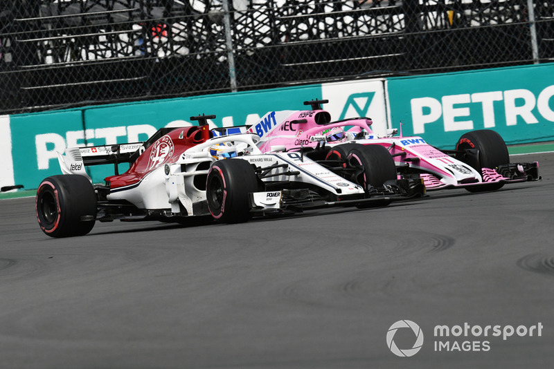 Marcus Ericsson, Sauber C37 et Sergio Perez, Racing Point Force India VJM11 en lutte